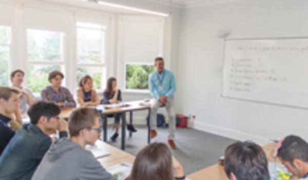 Sprachschule oxford schulzimmer studylingua