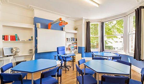 Sprachschule cambridge schulzimmer studylingua