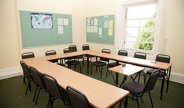 Sprachschule eastbourne schulzimmer studylingua