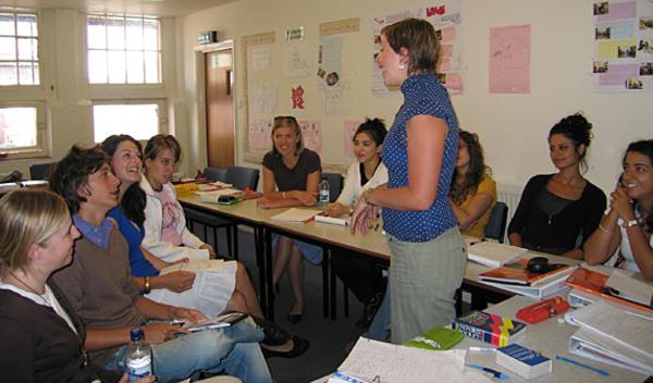 Sprachschule bournemouth schulzimmer studylingua