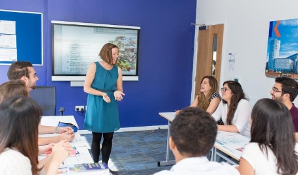 Sprachschule liverpool schulzimmer studylingua